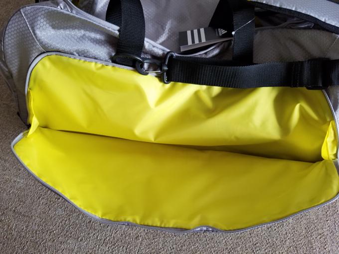 ダッフルバッグ 大きなポケット